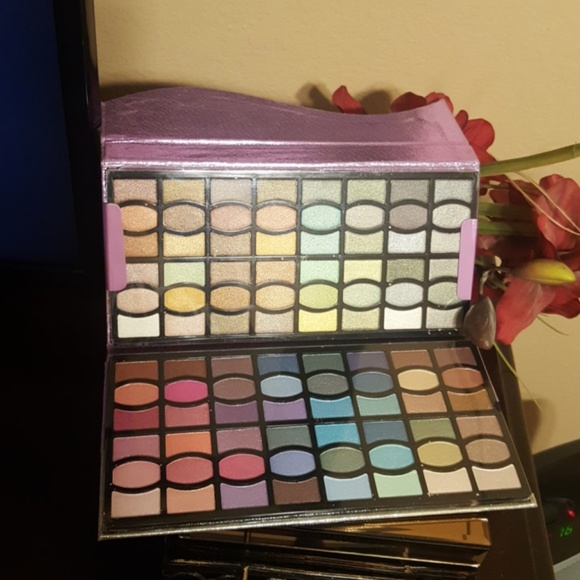 Profusion Cosmetics Other - 96 Profusion High Glossy Eyeshadow